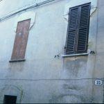 Zsalugáteres (ill. festett) ház
